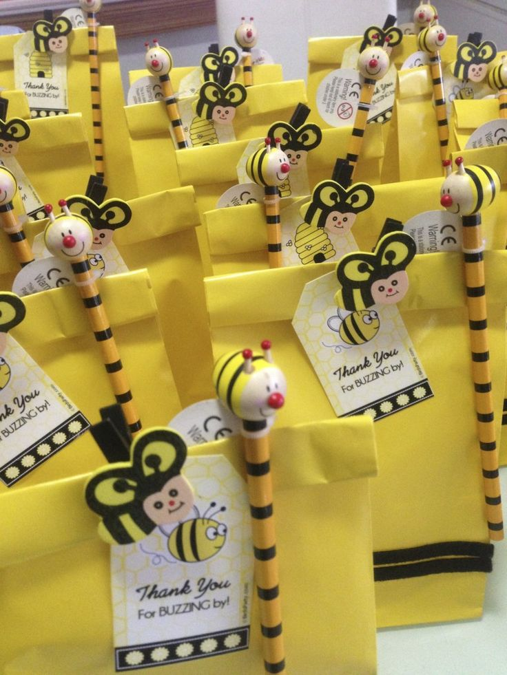Bumble Bee Birthday Party. A beautiful bumble bee party, great ideas on how to do this yourself. Kids birthday party ideas