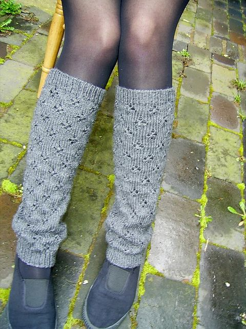 Ravelry: Basic Patterned Legwarmers pattern by Laura Careless  Knit on 3s/5s DPNs or circulars  Would look great and feel great in some slouchy cashmere blend...or bamboo.  I might try to knit these up before winter.