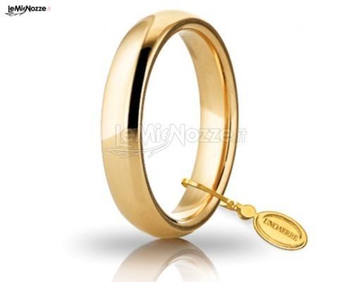 http://www.lemienozze.it/gallerie/foto-fedi-nuziali/img32242.html Classica fede nuziale in oro giallo con angolo satinato