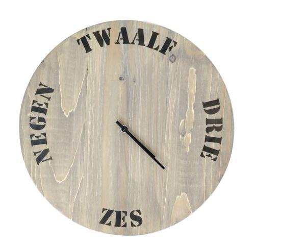 Grenen klok rond 32 cm grey wash.  http://www.braceletshop.nl/webshop/overige-categorieen/houten-klokken/