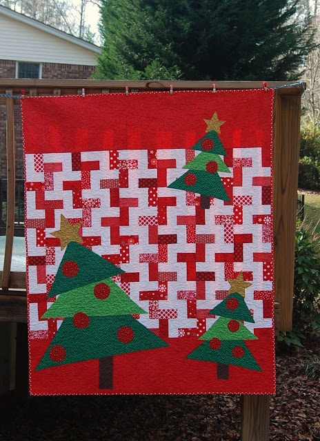 #HandiQuilter - Spin the Bobbin: Christmas Quilt - I would love to make this!