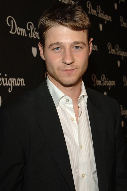 Benjamin McKenzie Age, Weight, Height, Measurements - http://www.celebritysizes.com/benjamin-mckenzie-age-weight-height-measurements/