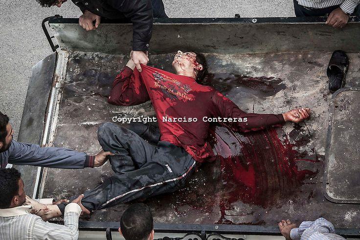 23 de octubre 2012 de fotos.  Un civil sirio l que llega muerto a un hospital de Tarik Al-Bab. (Siria) Narciso Contreras.