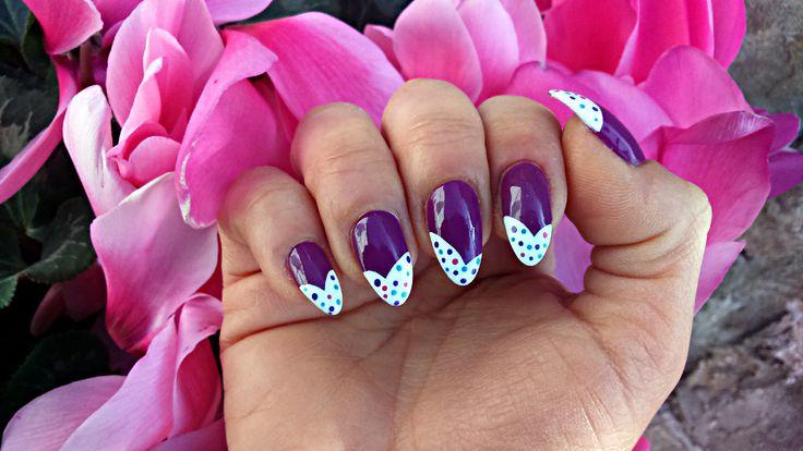 Nail art viola glassa e confetti semplice