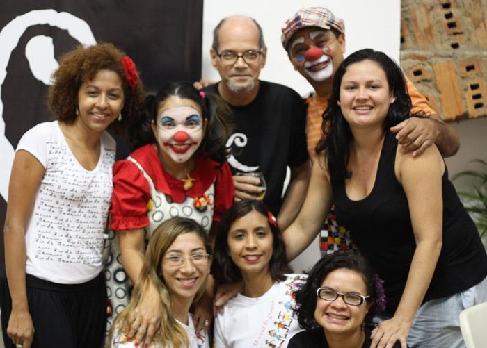 Com participantes do grupo Palhaços Trovadores: Alessandra Nogueira, Tininha (Patrícia Pinheiro), Feijão (Marcelo S. David), Cleice Maciel, Joyce Baruel e Romana Melo.