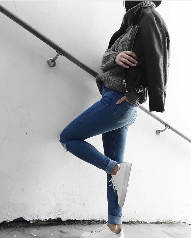 autumn style inspiration - brown chunky sweater, bomber, blue skinny jeans and sneakers
