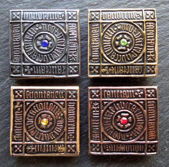 Ehi, ho trovato questa fantastica inserzione di Etsy su https://www.etsy.com/it/listing/470977226/magneti-medievale-set-di-quattro