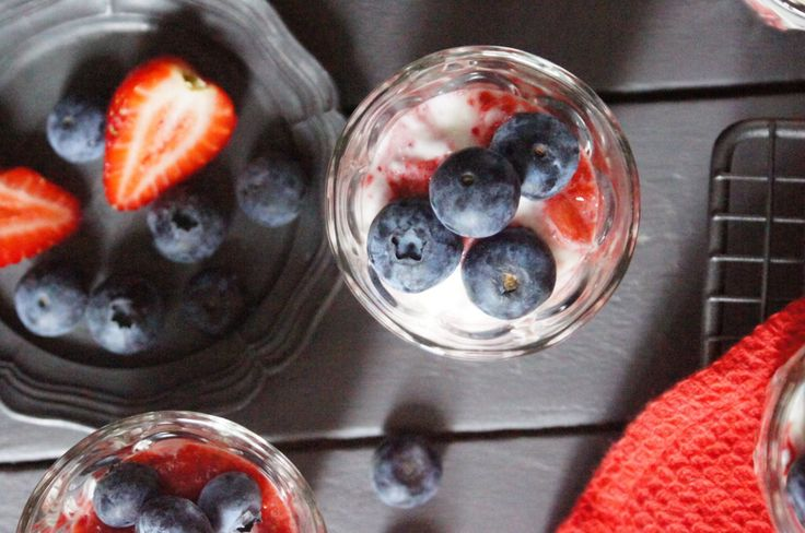Berry pots with nut granola