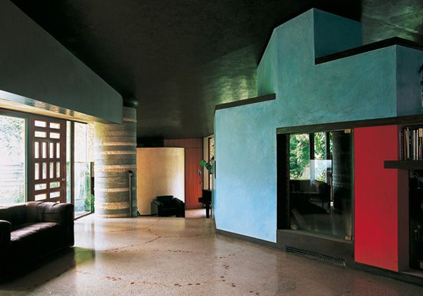 La vista del soggiorno verso la camera da letto padronale della Villa Ottolenghi dellarchitetto Carlo Scarpa. Realizzata a Bardolini (Verona) nel 1974-78.