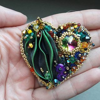 New shibori collection.. another piece done #stebotavo #handmade #handmadejewelry #soutache #oneofakind #ooak #jewelry #earrings #swarovski #sitesperky #forrest #jewelryporn #earringsaddict #beadembroidery #jungle #gold #elegance #earringsoftheday #fashionista #dnestvorim #instajewelry #tvorba #sperky #nausnice #color #shibori #blingbling #sikovneSlovenky #whomadeyourjewelry