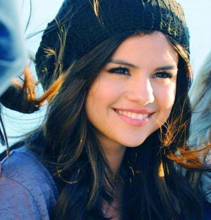 Cami (Selena Gomez)