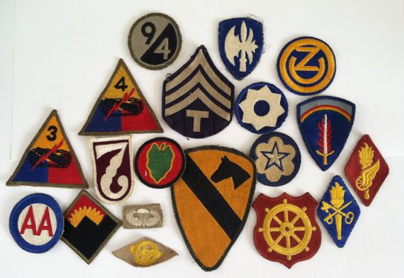 LOT 19  Vintage WWII Era U.S. Army Patches.