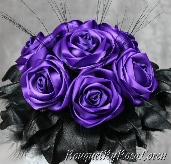 Bridal Purple - purple wedding bouquet, purple bridal bouquet. Click this pin to see more stunning bouquets