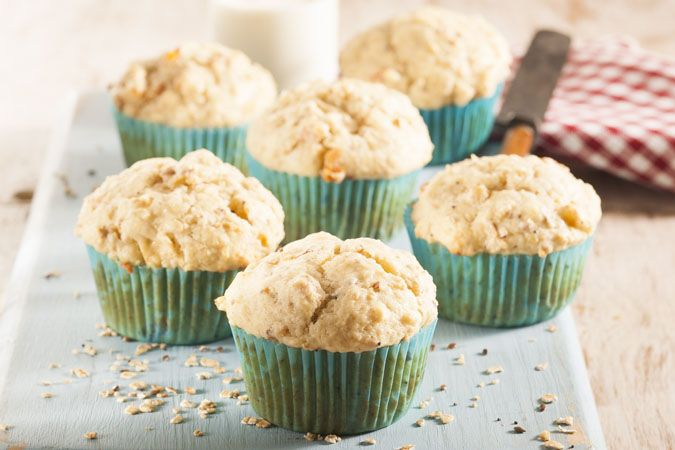 Oat muffins • Grab a muffin on your way to work or school! Keep the leftover base for later or use as a muesli.