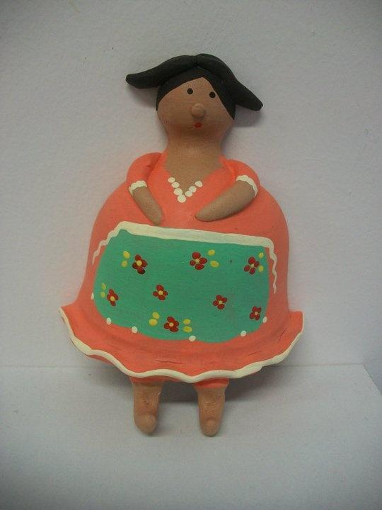 """""""comare"""" in terracotta portastrofinacci  altezza 16 cm.;modellata e dipinta a mano"""