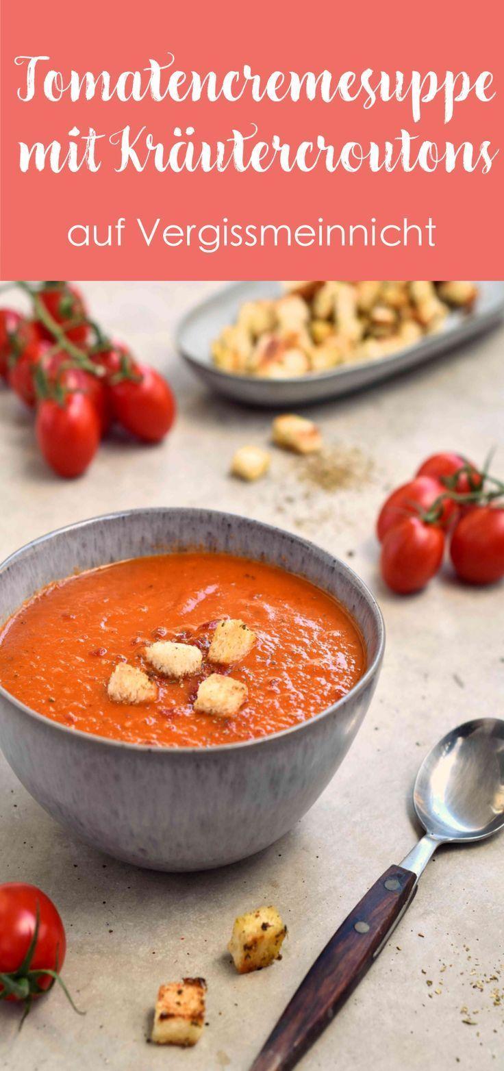 Ein einfache und schnelle Tomatencremesuppe aus frischen Tomaten. Abgerundet wird das Rezept mit selbstgemachten Croutons. Die cremige Tomatensuppe kann auch aus Dosentomaten gekocht werden. Die leckere Suppe ist gesund und perfekt zum Abnehmen.