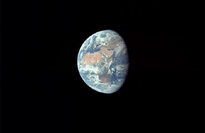 La Tierra desde el espacio en el viaje del Apollo XI.