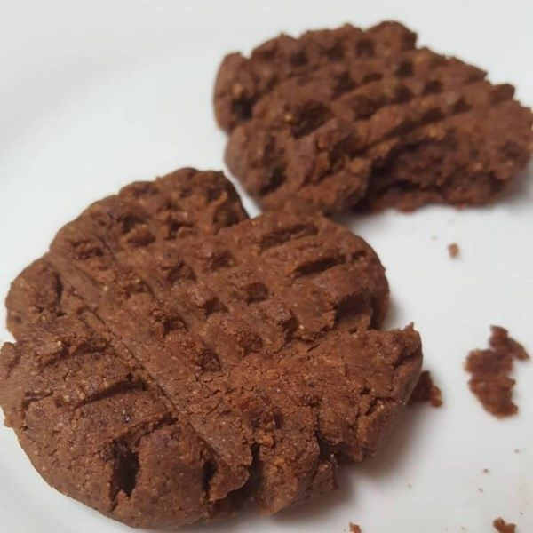 """5-Ingredient Peanut Butter Chocolate Cookies 