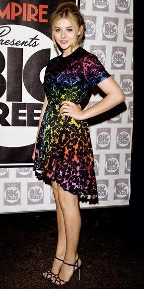 Love her strappy black shoes! Chloe grace moretz