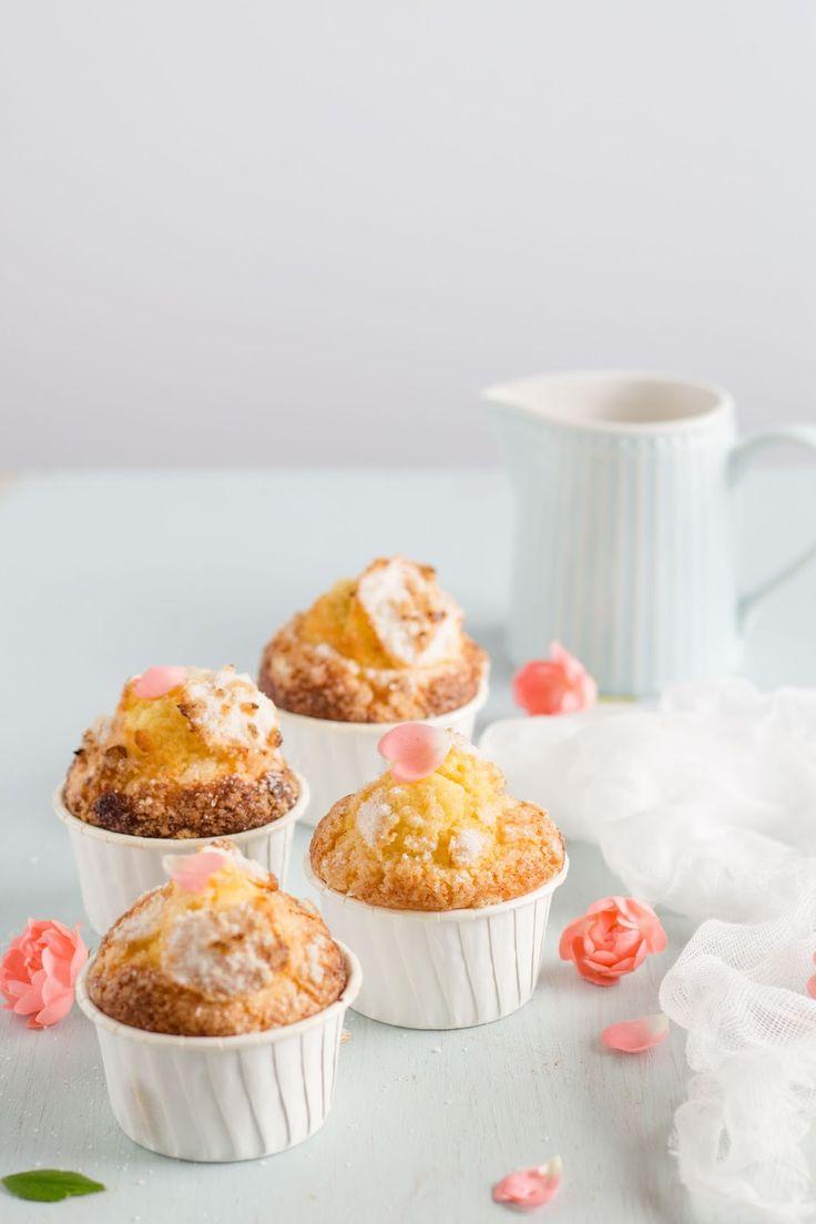 Quem precisa de uma receita fácil e rápida para o fim de semana? Muffins simples, saborosos e perfeitos numa mesa de lanche.
