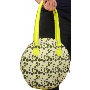 Love neon and big bags - then this one is for you ! Floral neon print, big and stylish, can easily slide onto your shoulder. Comes with a zip pocket inside.