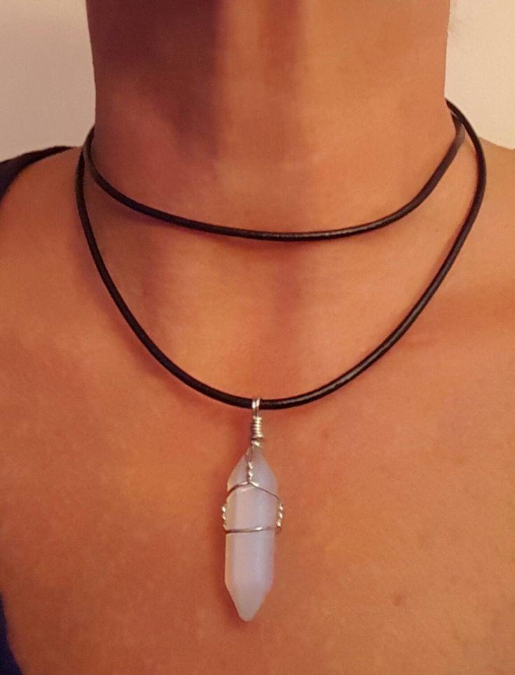Collier ras du cou (choker) double tour en cuir noir avec pendentif pierre de…