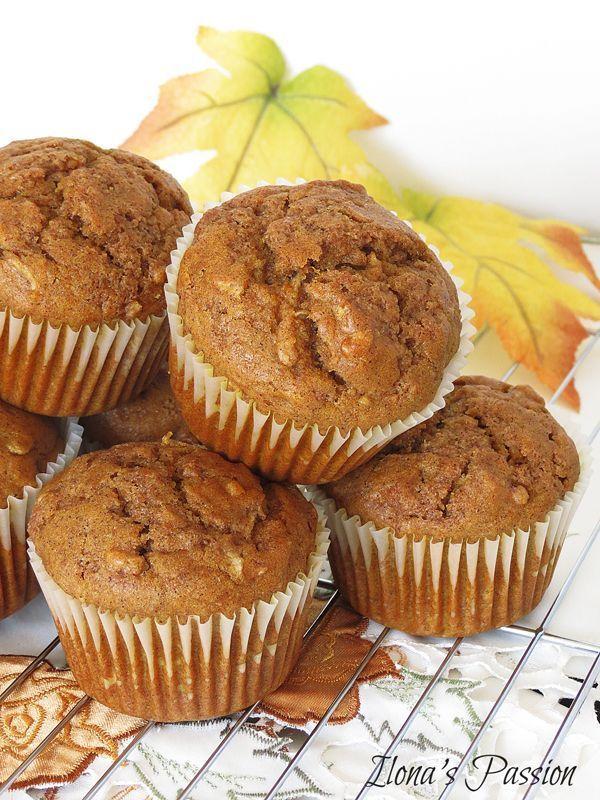 The Best moist cinnamon pumpkin apple muffins. Perfect for Breakfast! by http://ilonaspassion.com I /ilonaspassion/ (Christmas Breakfast)