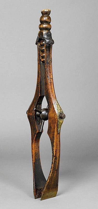A COOPER'S CLAMP, France, 19th c. Wood and brass, - by Koller Auctions