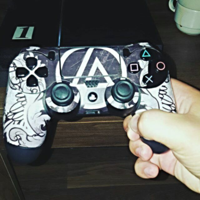 For all the gamers out there, who listen to Linkin Park, here is a PS4 remote control! 😋🎮lp