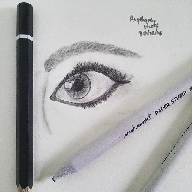 Just finishes drawing this eye with my new paper stumps! (They smudge pencil really well!) Do you like it? #creative_n_crafty #eyedrawing #drawing #pencileye #eye #paperstumps #smudge #pencil #art