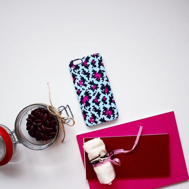 Три ярких сочных оттенка и крупнопиксельная графика8-битный леопард от @image4stock. На Hipoco.com ловите паттерн по слову леопард #hipoco #illustration #iphone6 #graphics #pattern #8bit #leopard #леопард #паттерн #иллюстрация #графика #чехол #айфон6 #розовый #pink #чехолнаайфон #олдскул #iphonecase hipoco.com