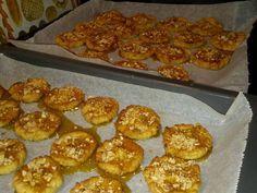 Fabulosa receta para Tortas de Conde . Estas tortas son tipicas de Murcia para la Navidad, tambien se llaman tortas de recao.