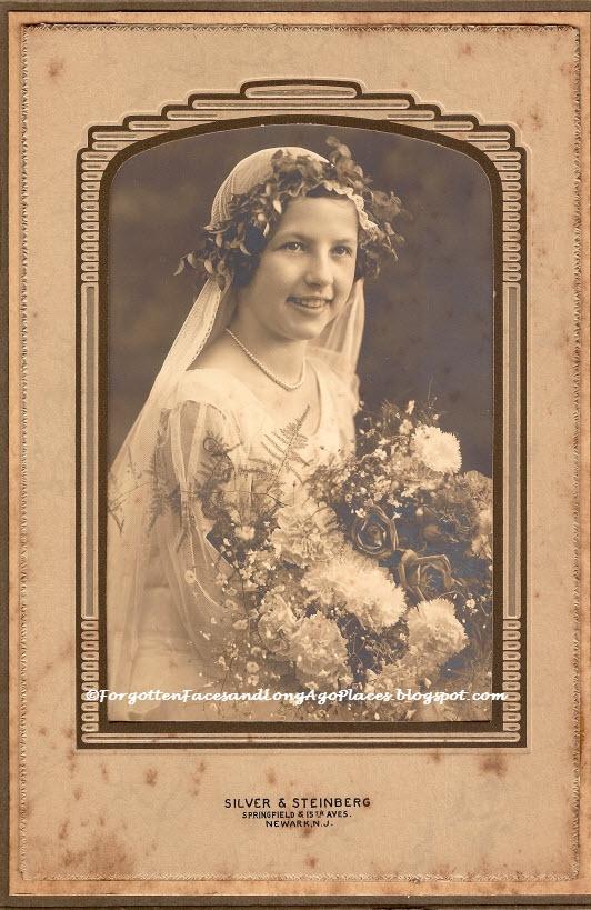 Beautiful 1920s Newark, NJ Bride: http://forgottenfacesandlongagoplaces.blogspot.com/2013/03/wedding-wednesday-beautiful-1920s.html