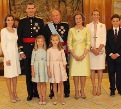 El 2 de junio de 2014, Su Majestad el Rey Juan Carlos I anunció su intención de abdicar la Corona de España. La Sanción y Promulgación de la Ley Orgánica de Abdicación del Rey tuvo lugar el 18 de junio en el Palacio Real de Madrid. Hoy se celebra en el Palacio de Congreso de los Diputados el juramento y la proclamación de Su Majestad el Rey Felipe VI.