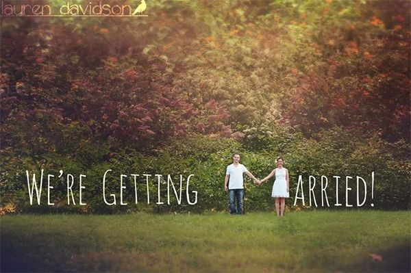 24 Creative Photo Ideas to Announce Your Engagement - Wedding Party