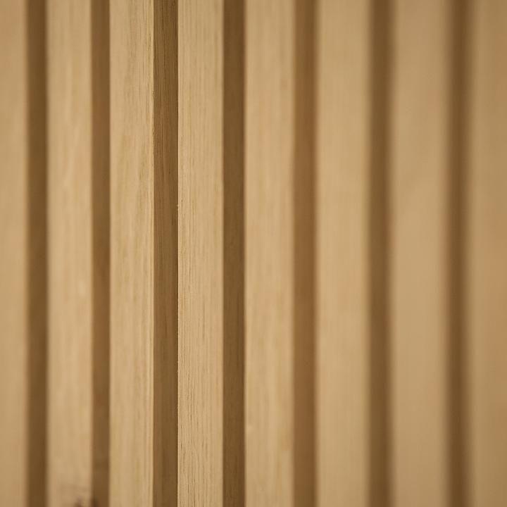 Houtmerk Keuken Op Maat Met Arpa Fenix Werkblad Concreto Spoelbak En Houten Kastenwand Met Open Vakken In Plaatstaal Keuken Op Maat Houten Wandpanelen