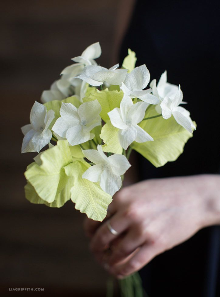 Crepe paper stephanotis by Lia Griffith #crepepaperrevival