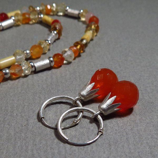 Silber Ohrringe - Ohrhänger - kleine Creolen mit Karneol - ein Designerstück von Hilkka bei DaWanda