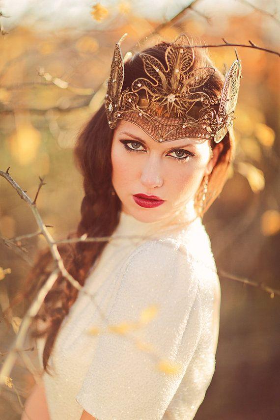 Lovely crown! Crown - Misty Albion Photography - www.sanshinephoto... Styling - slightlymadlovesweddings.wordpress.com/ Dress - www.charlottegarr... Make-up - www.amandawhite-m... Model - www.lucyscarfe.com/