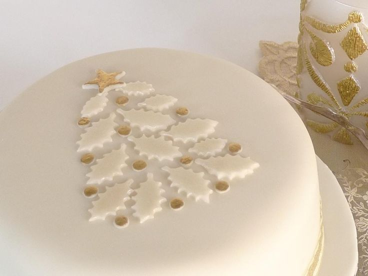 Christmas cake - holly leaves to make a christmas tree. Very simple but effective