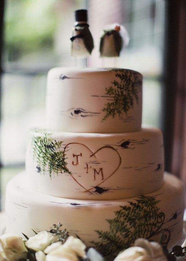 Woodsy wedding cake #trees #treebark #rustic Photo by Alixann Loosle
