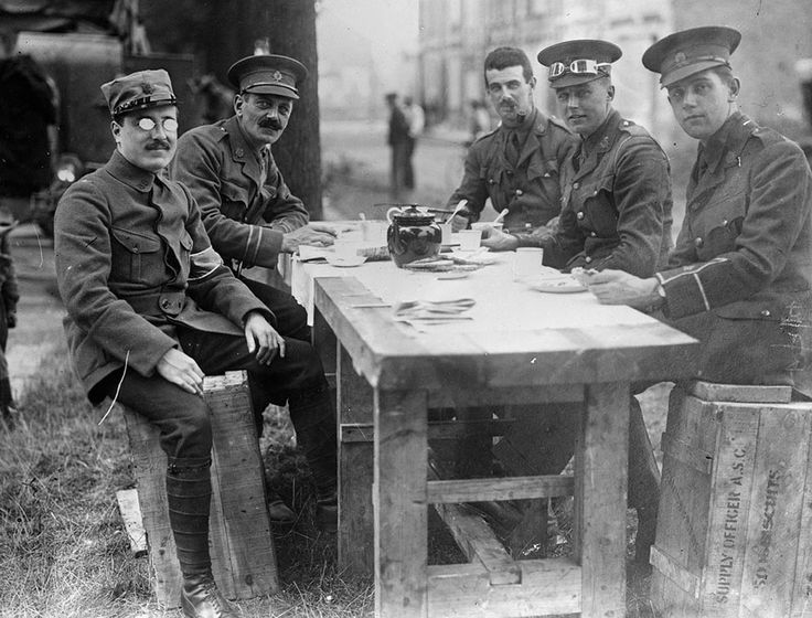 WW1. French and British officers having a morning cuppa. Source: Gallica France