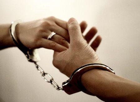 Pernikahan sendiri harus dipersiapkan dengan sungguh-sungguh. Banyak hal yang menjadi pertimbangan untuk menikah. Maka jika Anda ingin menikah, cobalah pertimbangkan banyak hal terlebih dahulu, jangan Anda menikah karena alasan-alasan yang ada di bawah ini;  Simak selengkapnya di: http://www.epenkah.com/jangan-menikah-karena-alasan-alasan-ini/