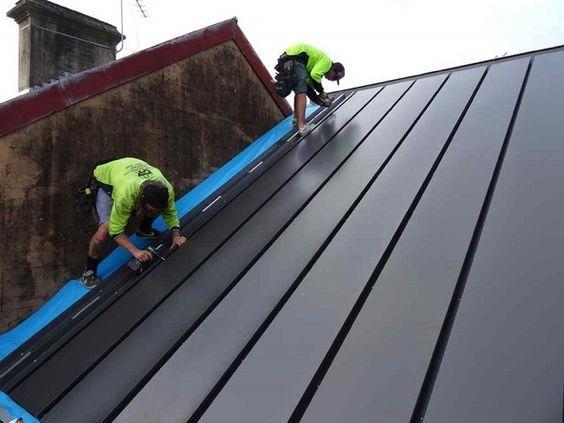 Prototipo de instalación BIPVT en una pequeña casa de Australia. Placas de acero con láminas fotovoltaicas, y sistema que aprovecha el calor para calefacción.  #Energiasrenovables: