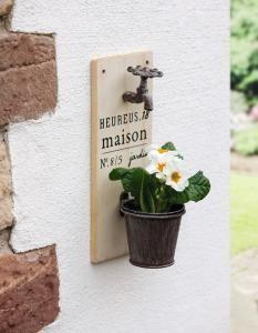 Wanddecoratie bloempotje met kraan - 8717459272842 - Avantius
