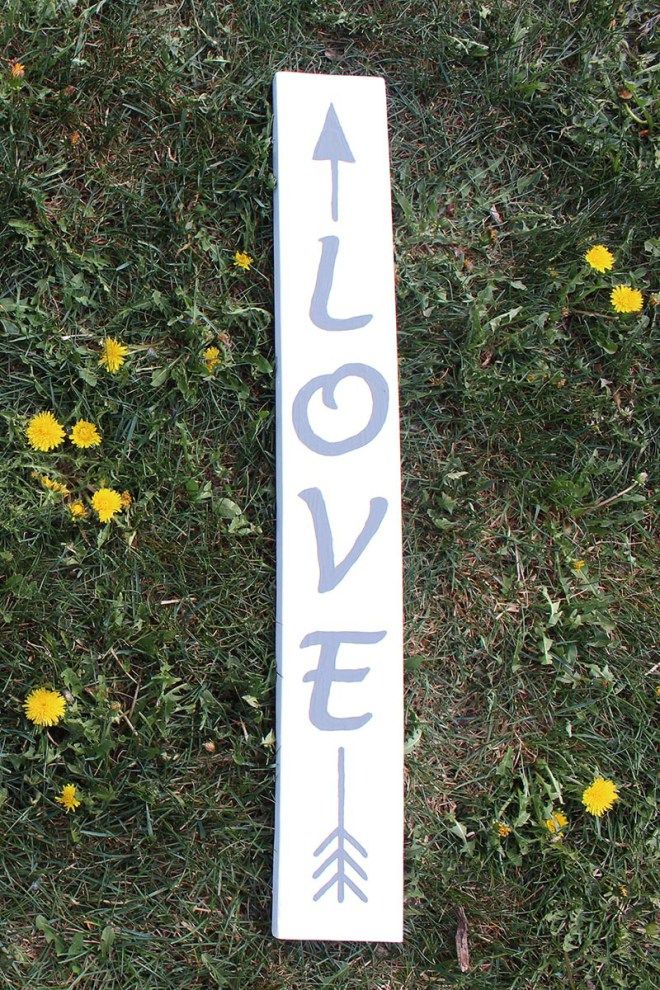 Love Arrow Sign | This love arrow sign was handpainted while I was in labour with my second child. Here's how you can make one too! Contractions not required...