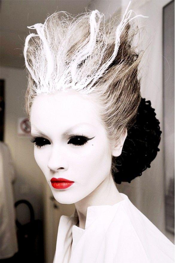 Spooky Halloween makeup look // Halloween face paint