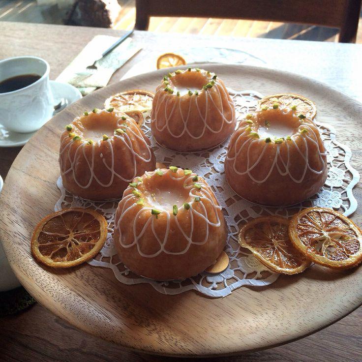Weekend Citron for my friend's birthday.  お友達のリクエストでお誕生日にウィークエンドシトロンを作りました。前回はラム酒を使いましたが、今回は柑橘に合わせてグランマニエで香りづけ。爽やかな酸味とお砂糖のシャリシャリ感が美味しい꒰ •ॢ ̫ -ॢ๑꒱✩