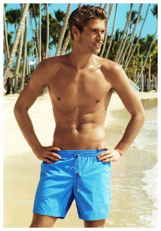 Bañador para hombre en color clásico azul - SECADO RÁPIDO - Bolsillos laterales y otro más en la parte trasera cerrado con solapa y velcro. Envío Urgente. http://www.varelaintimo.com/marca/42/david-mare #menswear