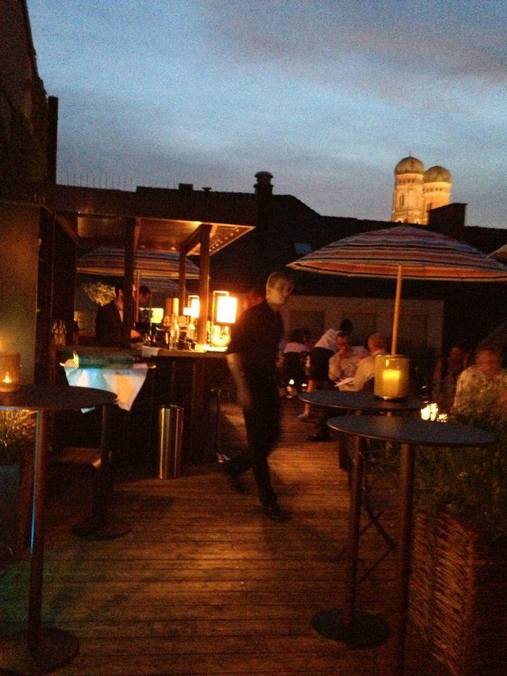 Emiko japanisches restaurant bar rooftop terrace ber for 211 roof terrace cafe